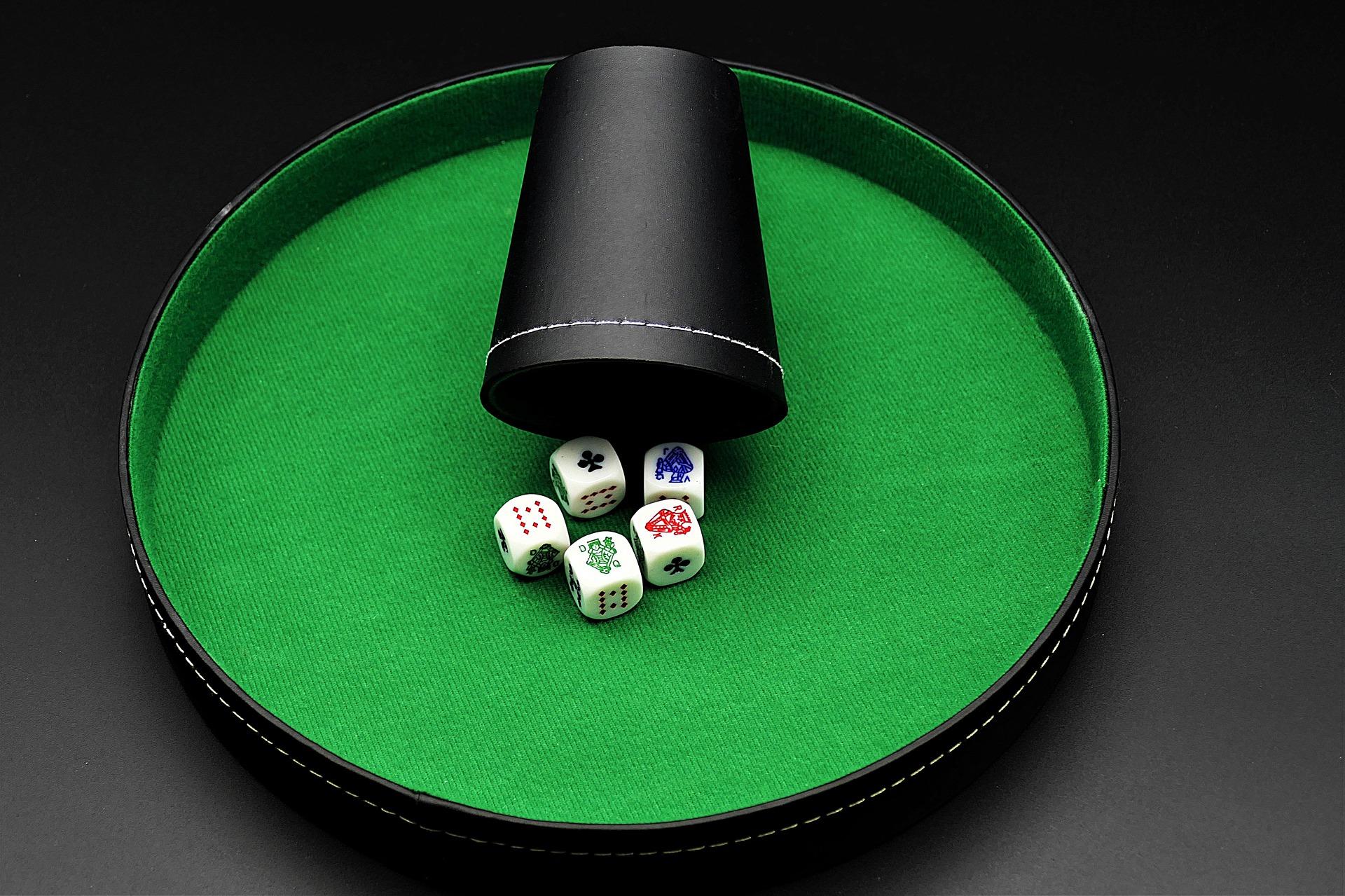 Poker de dados. Cubilete